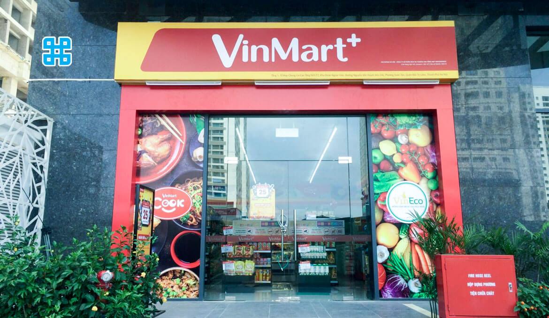 bảng hiệu alu trước cửa hàng vinmart