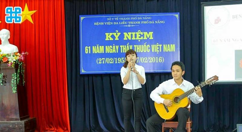 Băng rôn ngày thầy thuốc Việt Nam