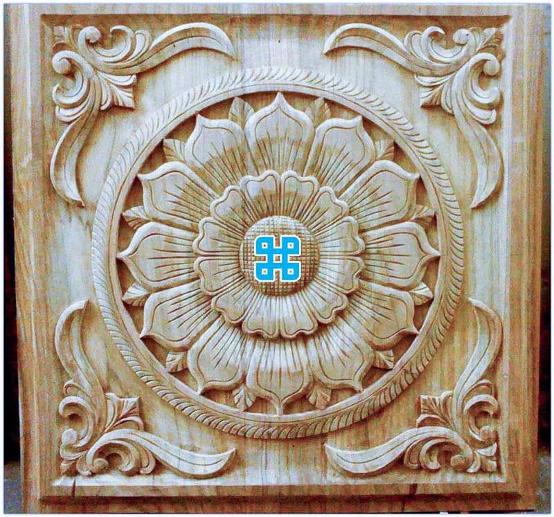 Mẫu gỗ treo trên trần nhà