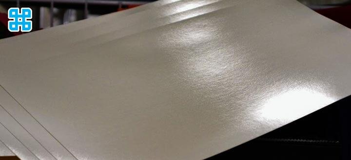Bề mặt của giấy couche rất bóng