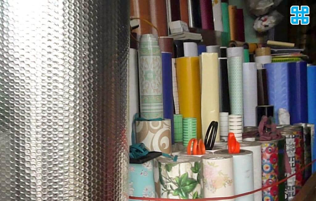 Decal cuộn trang trí được bán trong cửa hàng