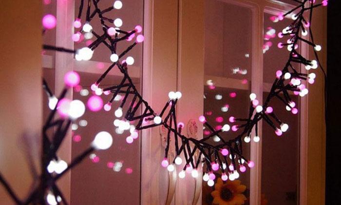 Đèn led giúp không gian trong nhà ở nên ấm cúng hơn