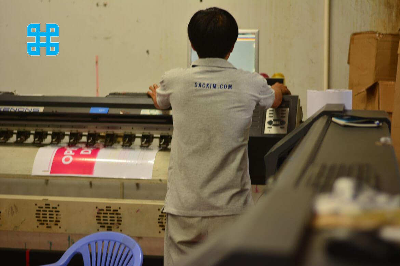 nhân viên Sắc Kim luôn xem việc chăm sóc khách hàng là ưu tiên hàng đầu