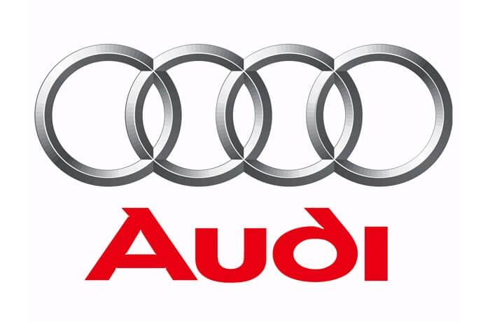 Logo hãng xe audi cũng thiết kế theo màu kim loại, thể hiện niềm đam mê với xe