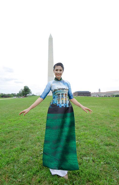 Ngọc Hân khoe dáng nuột nà gần ngọn tháp Washington Monument nổi tiếng tại Mỹ