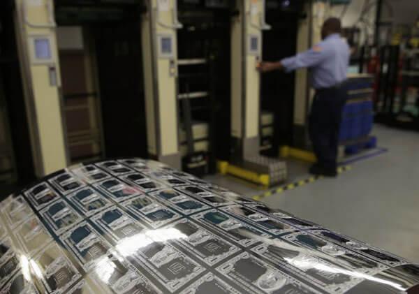 Công suất trung bình mỗi máy in có thể in 8 nghìn tấm giấy mỗi giờ. Bằng việc đưa những cuộn giấy lớn bên trong máy in