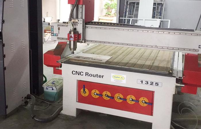 Máy gia công CNC
