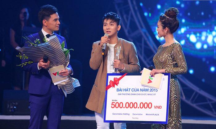 Mẫu in bảng trao giải thưởng bài hát của năm