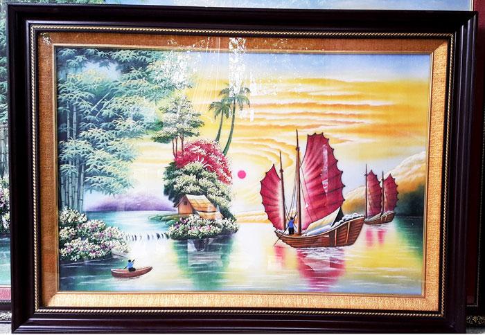 Tranh thuận buồm xuôi gió được bán ở hầu hết cửa tiệm bán tranh hiện nay