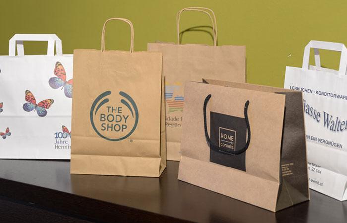 Thiết kế túi giấy giúp khách hàng dễ dàng đựng đồ khi mua sắm