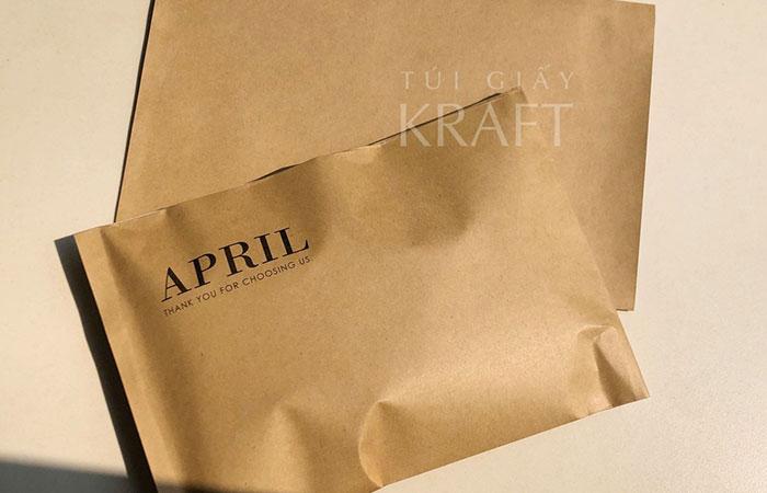 Có 2 loại giấy Kraft chính hiện nay là giấy Kraft nâu vàng và giấy Kraft trắng